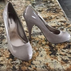 Express Nude Tan Patent Pumps 👠 Size 6.5 🌸💕